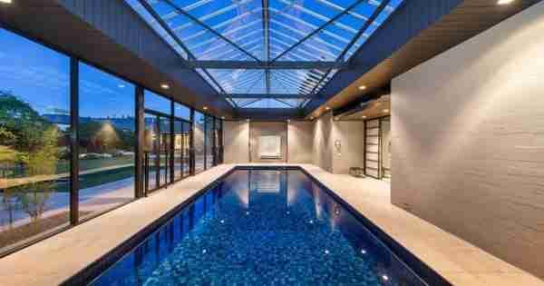 墨尔本的豪华腿:令人惊叹的泳池出售的最佳房屋