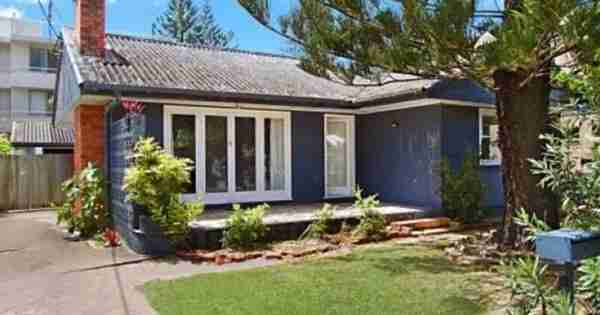 微小的海滩小屋在黄金海岸销售130万美元